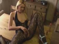 Amatrice se filme pendant qu'elle se masturbe